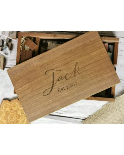 Personalised wooden photoalbum for 5x7 inch photo prints with usb memory stick